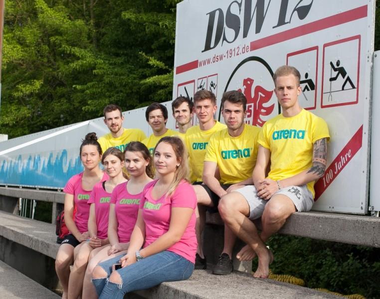 Das Team der Schwimmschullehrer:  unten von links nach rechts:  Karla, Diana, Annika, Jannika oben von links nach rechts : Thorben, Rico, Vitali, Tizian, Jonas, Philip