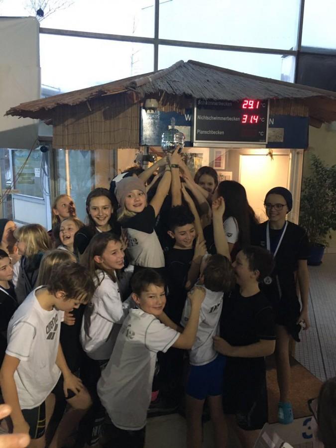 Unser stolzer Nachwuchs mit dem gerade gewonnenen Dreiländerpokal in Lampertheim